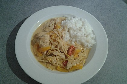Schnelles Thai-Curry mit Huhn, Paprika und feiner Erdnussnote 161