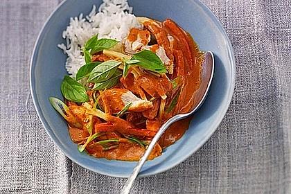Schnelles Thai-Curry mit Huhn, Paprika und feiner Erdnussnote 3