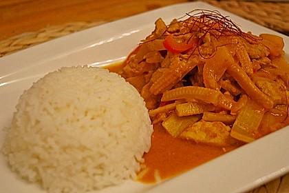 Schnelles Thai-Curry mit Huhn, Paprika und feiner Erdnussnote 80