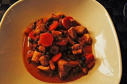 Schnelles Thai-Curry mit Huhn, Paprika und feiner Erdnussnote 130