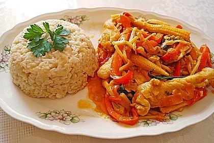 Schnelles Thai-Curry mit Huhn, Paprika und feiner Erdnussnote 9