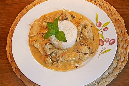 Schnelles Thai-Curry mit Huhn, Paprika und feiner Erdnussnote 120