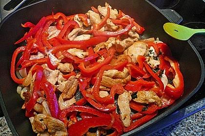 Schnelles Thai-Curry mit Huhn, Paprika und feiner Erdnussnote 109