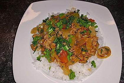 Schnelles Thai-Curry mit Huhn, Paprika und feiner Erdnussnote 76