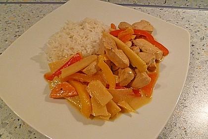 Schnelles Thai-Curry mit Huhn, Paprika und feiner Erdnussnote 96