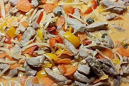 Schnelles Thai-Curry mit Huhn, Paprika und feiner Erdnussnote 158