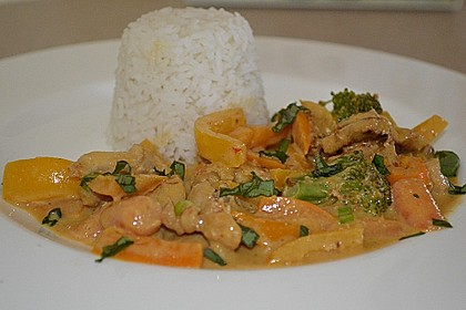 Schnelles Thai-Curry mit Huhn, Paprika und feiner Erdnussnote 15