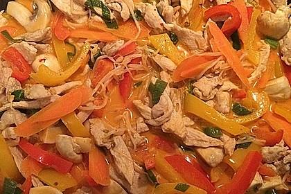 Schnelles Thai-Curry mit Huhn, Paprika und feiner Erdnussnote 39