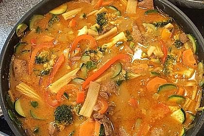 Schnelles Thai-Curry mit Huhn, Paprika und feiner Erdnussnote 17