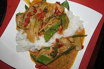 Schnelles Thai-Curry mit Huhn, Paprika und feiner Erdnussnote 14