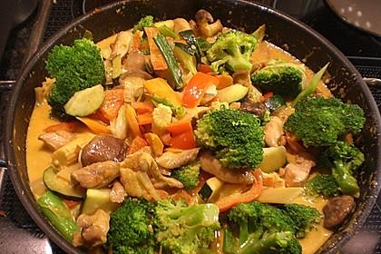 Schnelles Thai-Curry mit Huhn, Paprika und feiner Erdnussnote 25