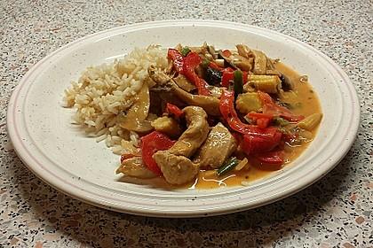 Schnelles Thai-Curry mit Huhn, Paprika und feiner Erdnussnote 86