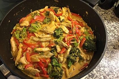Schnelles Thai-Curry mit Huhn, Paprika und feiner Erdnussnote 87