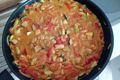Schnelles Thai-Curry mit Huhn, Paprika und feiner Erdnussnote 47