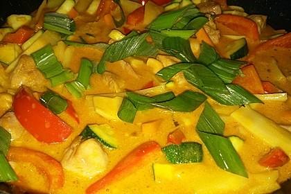 Schnelles Thai-Curry mit Huhn, Paprika und feiner Erdnussnote 70