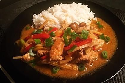 Schnelles Thai-Curry mit Huhn, Paprika und feiner Erdnussnote 88