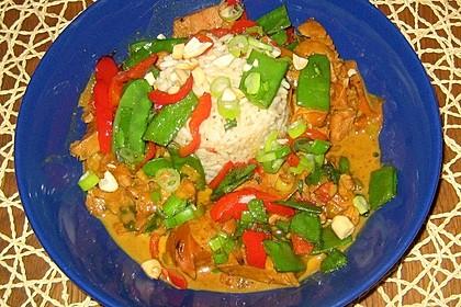 Schnelles Thai-Curry mit Huhn, Paprika und feiner Erdnussnote 112