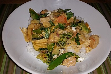 Schnelles Thai-Curry mit Huhn, Paprika und feiner Erdnussnote 37