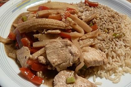Schnelles Thai-Curry mit Huhn, Paprika und feiner Erdnussnote 69