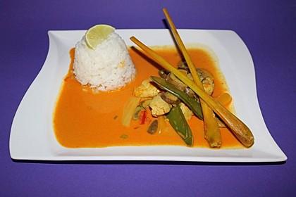 Schnelles Thai-Curry mit Huhn, Paprika und feiner Erdnussnote 123