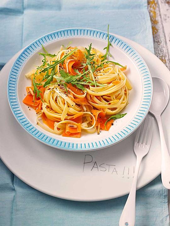 schnelle pasta mit karotten ingwer und pinienkernen rezept mit bild. Black Bedroom Furniture Sets. Home Design Ideas