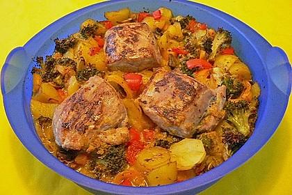 Schweinefilet auf Gemüse und Kartoffeln 16
