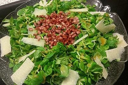 Feldsalat mit Speck und Parmesan (Bild)