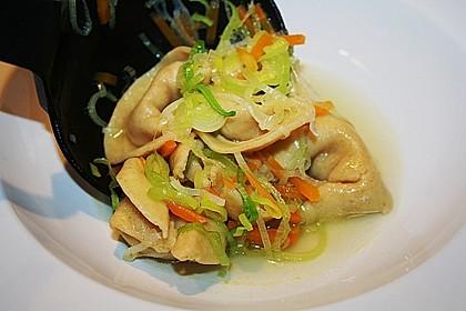 Hühnersuppe mit frischer Pasta