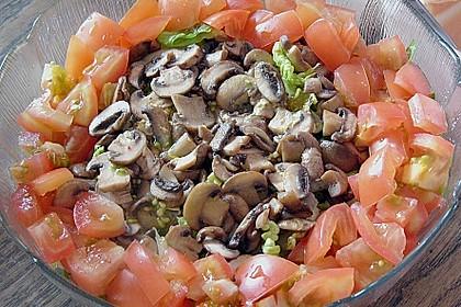 Sommersalat mit gebratenen Pilzen