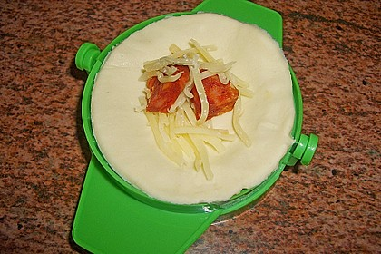 Empanada de chorizo con queso 23