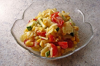 Bunter Erdäpfelsalat mit Frankfurter 1