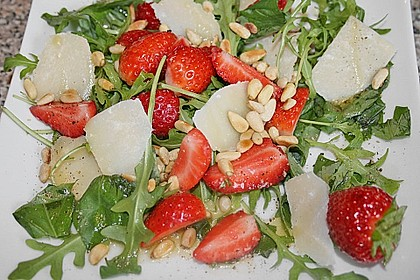 Basilikum-Rucolasalat mit Erdbeeren 12