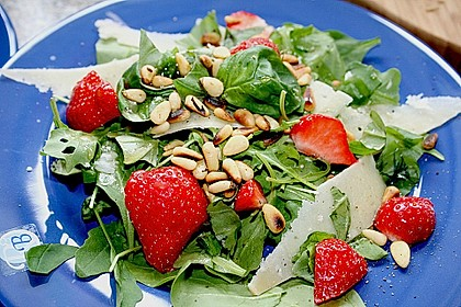 Basilikum-Rucolasalat mit Erdbeeren 7