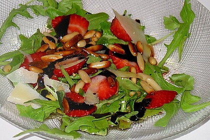 Basilikum-Rucolasalat mit Erdbeeren 49