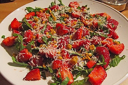 Basilikum-Rucolasalat mit Erdbeeren 73