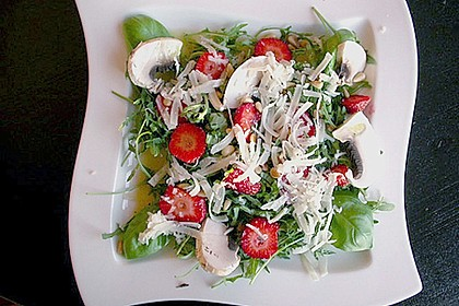 Basilikum-Rucolasalat mit Erdbeeren 75