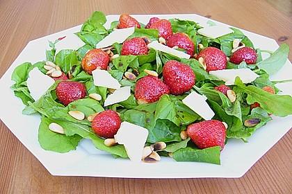 Basilikum-Rucolasalat mit Erdbeeren 55