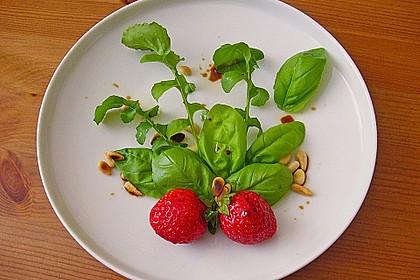 Basilikum-Rucolasalat mit Erdbeeren 77