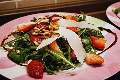 Basilikum-Rucolasalat mit Erdbeeren 23