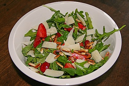 Basilikum-Rucolasalat mit Erdbeeren 19