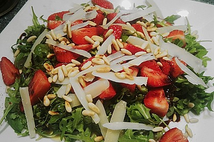 Basilikum-Rucolasalat mit Erdbeeren 2