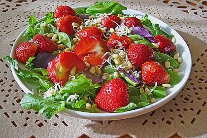 Basilikum-Rucolasalat mit Erdbeeren 3