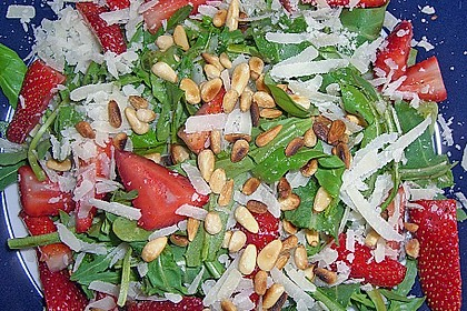 Basilikum-Rucolasalat mit Erdbeeren 53