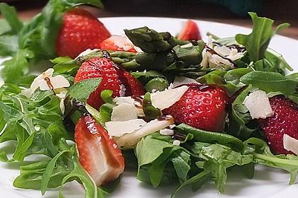 Basilikum-Rucolasalat mit Erdbeeren 13