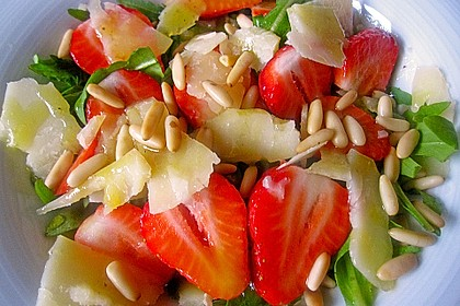 Basilikum-Rucolasalat mit Erdbeeren 40