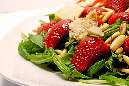 Basilikum-Rucolasalat mit Erdbeeren 5