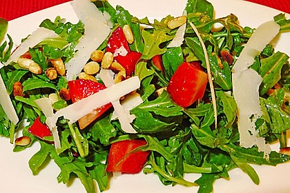 Basilikum-Rucolasalat mit Erdbeeren 70