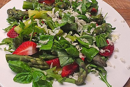 Basilikum-Rucolasalat mit Erdbeeren 31