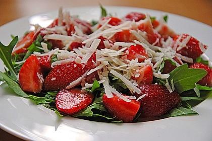 Basilikum-Rucolasalat mit Erdbeeren 16