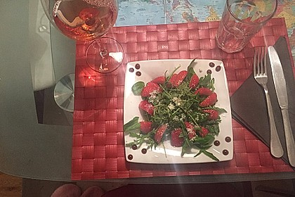 Basilikum-Rucolasalat mit Erdbeeren 34